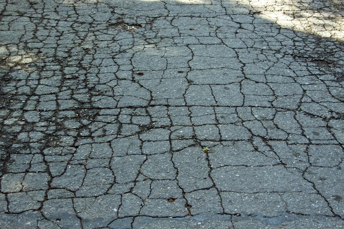 Warning Signs your Driveway Need to be Chip Sealed