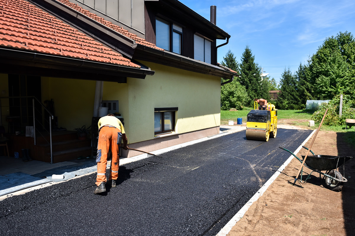 Five Reasons You Should Sealcoat Your Asphalt Driveway This Year